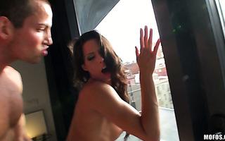 Er zahlt Bargeld, um ein Sextape mit der heißen Alexa Grace zu filmen