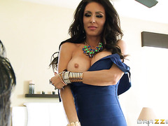 VIP mom Jessica Jaymes gets treated with new clothes and cunnilingus