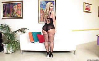 Ryan Conner brags off her giant ass and gets fucked rough