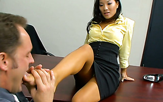 Dude gives a foot massage to lady boss Asa Akira and fucks her in the office
