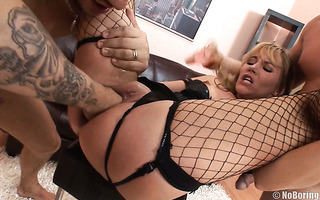 Slavic mommy Zlata gets fisted before bizarre double anal penetration