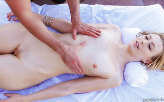 Alexa Grace gets massaged and banged to creampie outdoors