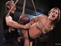 Стервозная красавица Сидни Коул получает самый жесткий секс в её жизни