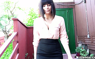 Curvy Latina agent Violet Starr enchants house owner with her mouth and pussy