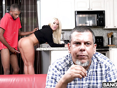 Phat ass bimbo Brandi Bae fucks father's hunky black friend