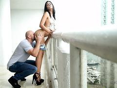 Страстный перепихон на балконе с мулаткой Виенной Блэк
