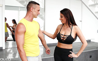 Ripe babe Anissa Kate wanna GYM instructor to train her big ass