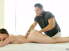 Momma with mad curves Delilah Blue receives massage and deep dicking