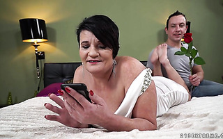 Voluptuous BBW granny Dolly Bee makes love with romantic guy