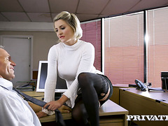 Busty accountant Sienna Day seduces boss in the office