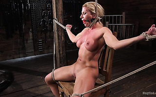 Athletic slave Ariel X squirts in BDSM workout