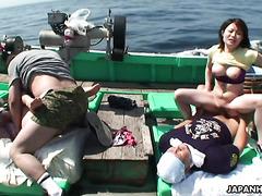 Групповуха с японскими блядями на рыбацкой лодке
