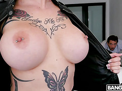 Bitchy Anna Bell Peaks is squirting on stepson's cock