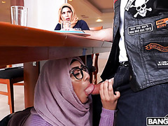 Muslim stepmom Julianna Vega fucks in 3way with stepdaughter Violet Myers