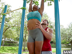 Sarai Minx hooks up with sporty boy while doing pullups