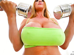 Busty Asian cougar Kianna Dior prefers big dicks over dumbbells