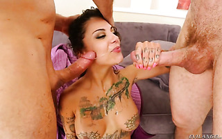 Oral bang, bukkake and squirting with loose hoe Bonnie Rotten
