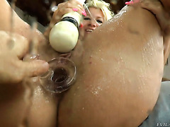 Endless squirting orgasm of chunky blonde MILF Layla Price