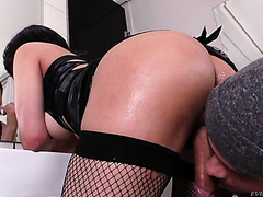 Tgirl with big booty from Brazil Gabriella Andrade has sexy time with horny man