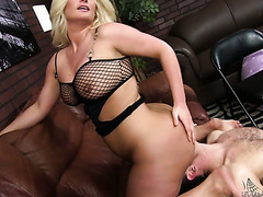 Lucky slave gets huge phat ass of mistress Julie Cash on his face