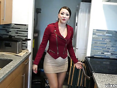Guy fucks bootylicious Latina real estate agent Alexis Rodriguez for cash
