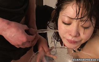 Extreme japanische BDSM-Bestrafung für heiße Asiatin Yukino Chitose