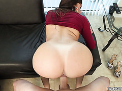 Latina with big booty and boobs fucking a dick and drinks jizz