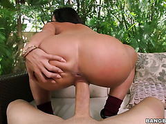 Bootyful white gurl Rahyndee James rides monster cock like a champ
