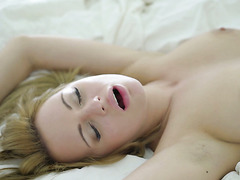 Russian angel Emily Thorne gives him unforgettable pleasure in the morning